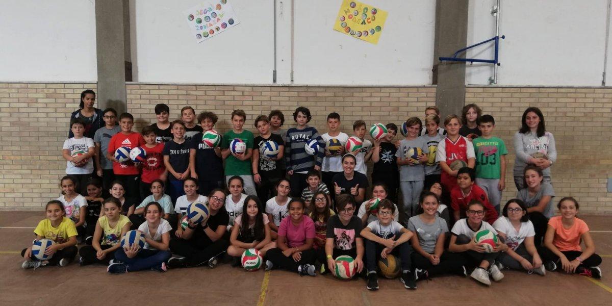 La Dinamo pallavolo tra i banchi di scuola. Al via il progetto 1,2,3 Volley.